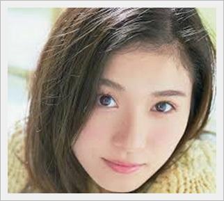松岡茉優 髪型 黒ロング