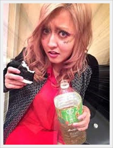 女王蜂 やしちゃん 脱退 噂 性別 ハーフ 疑惑 可愛い 画像5