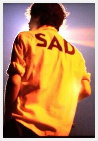 ONE OK ROCK、taka、髪型、服、愛用、ブランド、シャツ、靴、ピアス、sad tシャツ、THRASHER